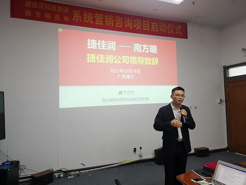 捷佳润公司董事长温标堂先生